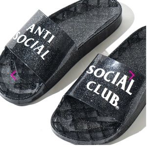 🎉HOST PICK! NEW! Anti Social Social Club slides!